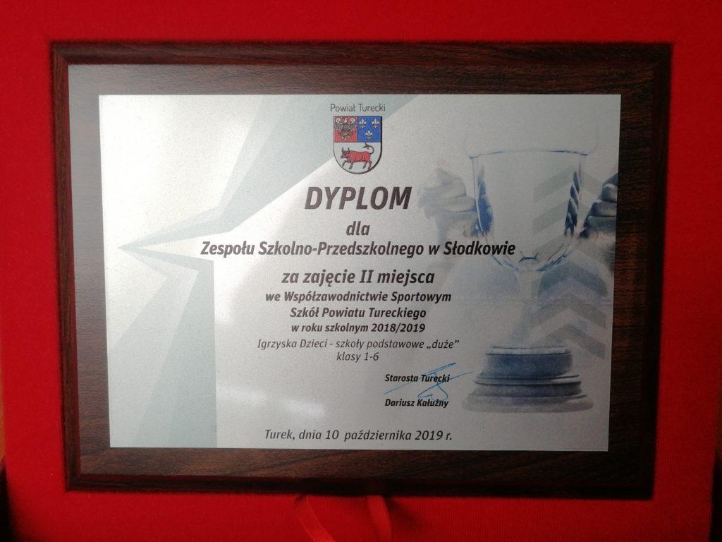 dyplom dla ZSP w Słodkowie za zajęcie II miejsca we współzawodnictwie sportowym