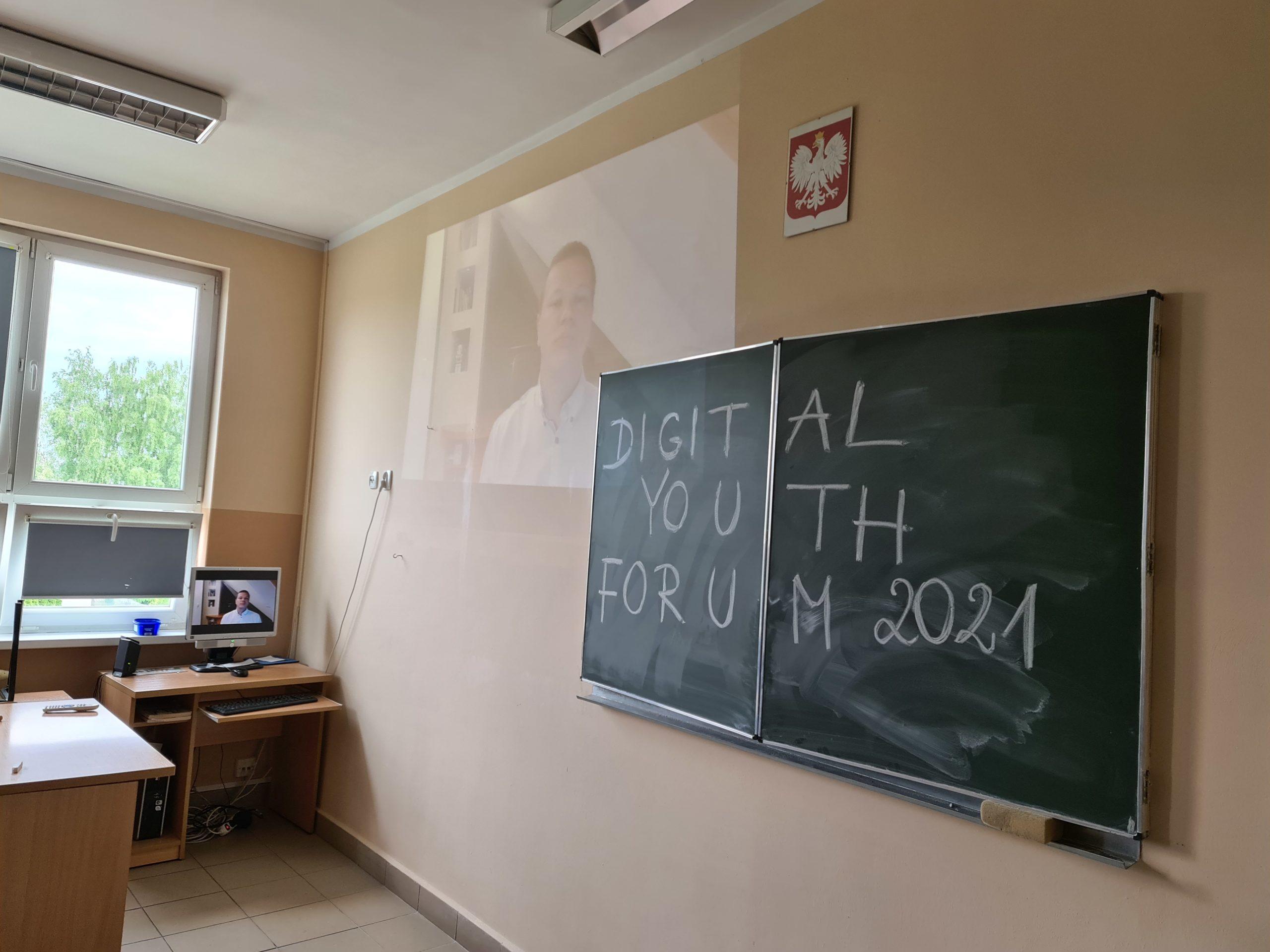 DIGITAL YOUTH FORUM 2021 w klasie 7 B